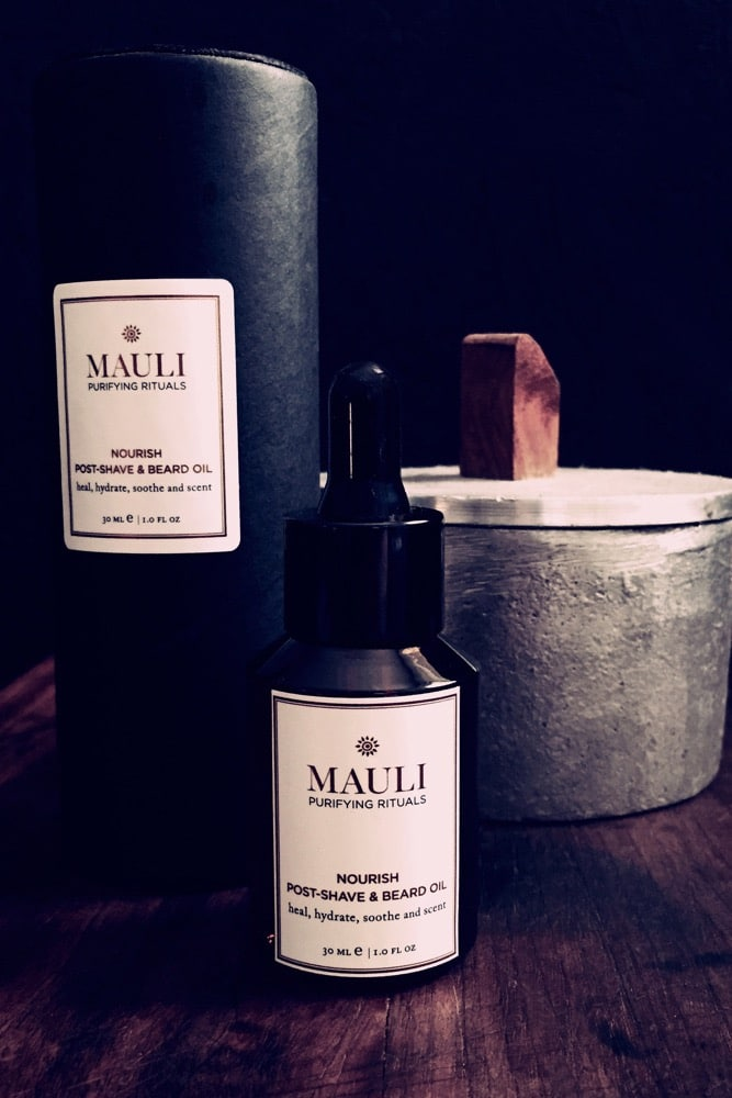 This Mauli beard oil is the perfect gift forthe hipster in your lifeor even fora guywith more modest stubble it's a little bottle of magic - make sure its not missing from his preening routine!  Combat dry, itchy skin and ingrown hairs with this power-packed beard oil. The high qualityblend conditions and heals skin, while leaving unruly beard and brows beautifully manageable with a sublime, lingering scent.