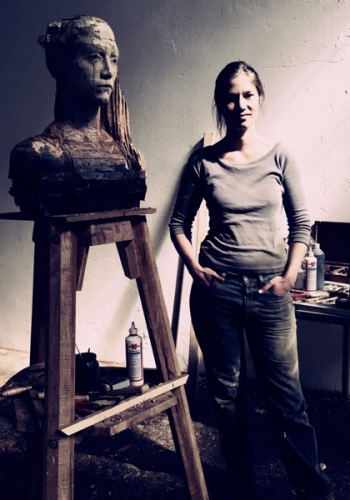 the artist Laura Eckert with her  portrait sculpture