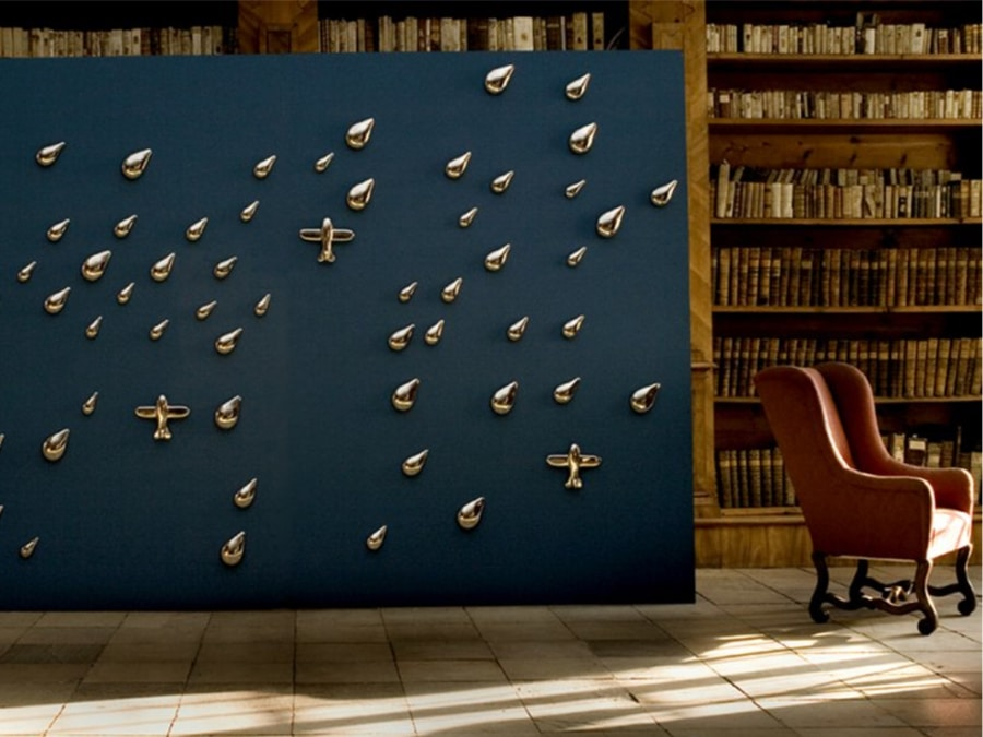 Daniels 3D porcelain wallpaper installation with teardrops and planes