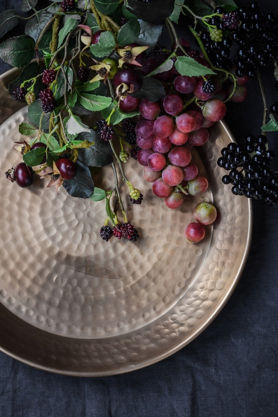 A simple and beautiful round tray with a hammered surface and rich gold finish. It\'s the perfect stylish platter for party nibbles, balancing drinks and, of course, to keep on display!