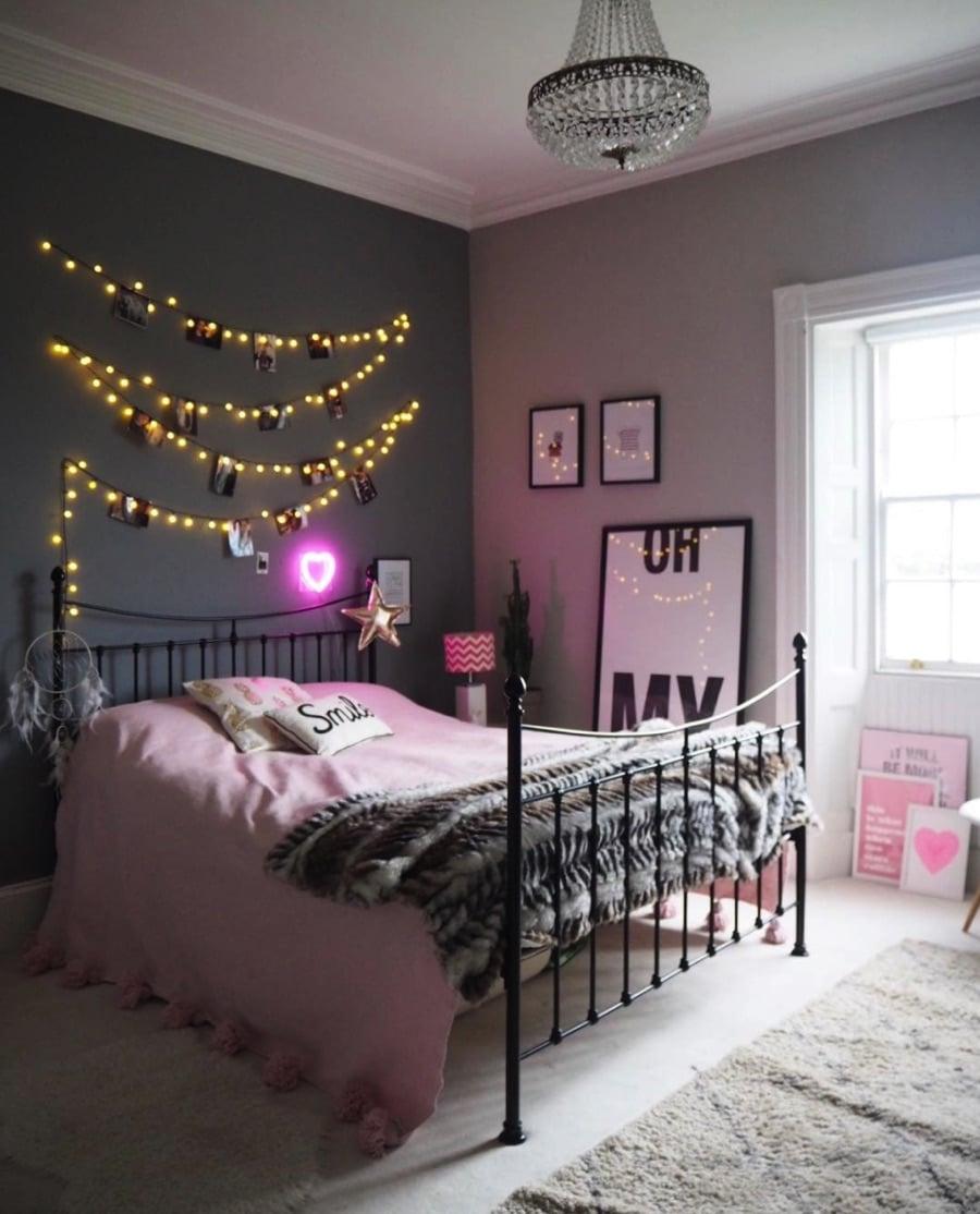 Teenage girls pink bedroom