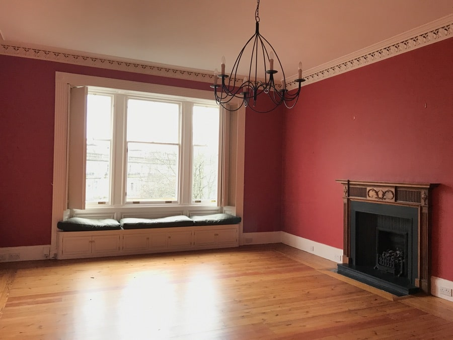 Edinburgh New Town Apartment period features - grand sitting room complete with ornate cornicing and window seats.