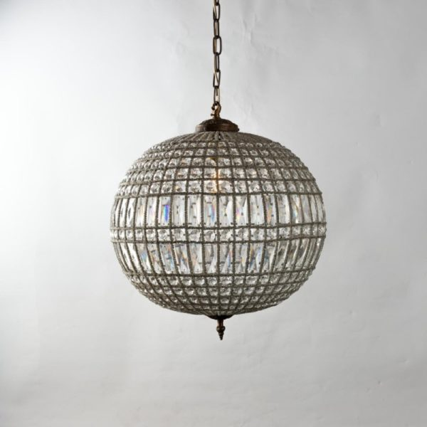 Curious Egg Cendrillon large size chandelier lifestyle image.