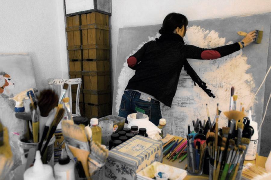 Karenina Fabrizzi working in her studio
