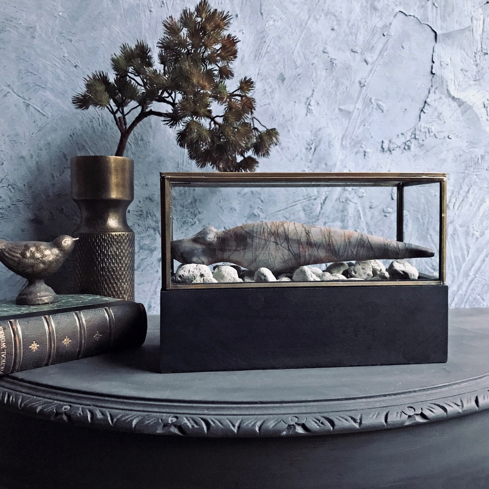 Small-Wonders-Antiqued-Brass-Display-Case-Small-Lifestyle