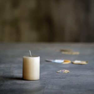 Curious Egg Chunky Candle - Linen midi size